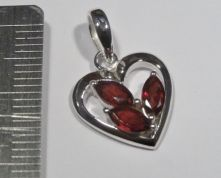P530-Garnet Three Small Faceted Stones in Heart Shape Pendant