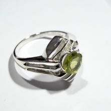 R185-PER-Peridot Lined Setting Round Facet Pattern Ring